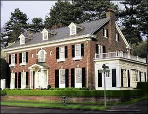 Colonial / Georgian Style Seattle, WA Home. Like my house, but grander