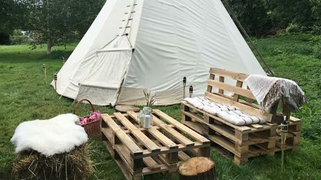 Nestled in the beautiful Wye Valley in an apple orchard, is this cosy tipi on White House Farm in Herefordshire...the perfect setting for a getaway.