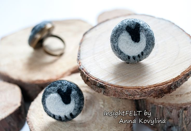 Felt rings with sheep.