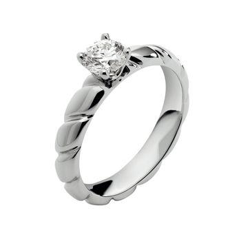 トルサード - CHAUMET(ショーメ)の婚約指輪(エンゲージメントリング)ショーメの婚約指輪・エンゲージリングを集めました!