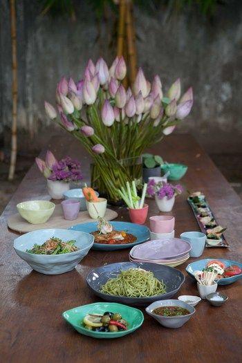 オリエンタル、アジアンテイストにもスッと馴染む器達。お料理の種類を問わず使えるところが嬉しいですね!