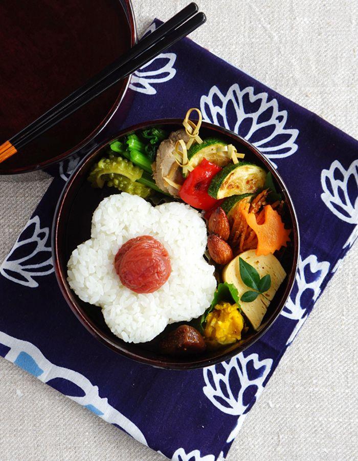 Flower-shaped rice ball bento/花形おにぎり弁当