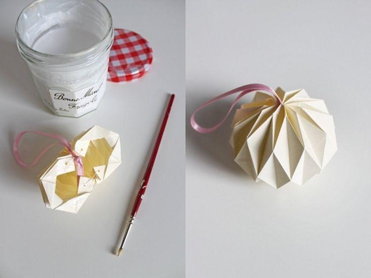 Tutorial para hacer bolas de Navidad con origami
