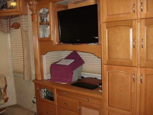"""2007 Used Teton Reliance Xt4 Fifth Wheel in Florida FL.Recreational Vehicle, rv, Royal Reliance w/ 4slides-Full body paint, Electric/Hydraulic disk brakes, Big foot hydraulic leveling system. Awning on all windows, 22 cu ft residential fridge w/ice maker and water in door.GE Washer & dryer, Automatic domed motorized KVH 18"""" roof-mounted dual-LNB Satellite dish. King Sleep Number Bed. ----2007 Sportchassis Freightliner-Allison 3000 automatic transmission. Mercedes 300 HP engine, 1000lb…"""