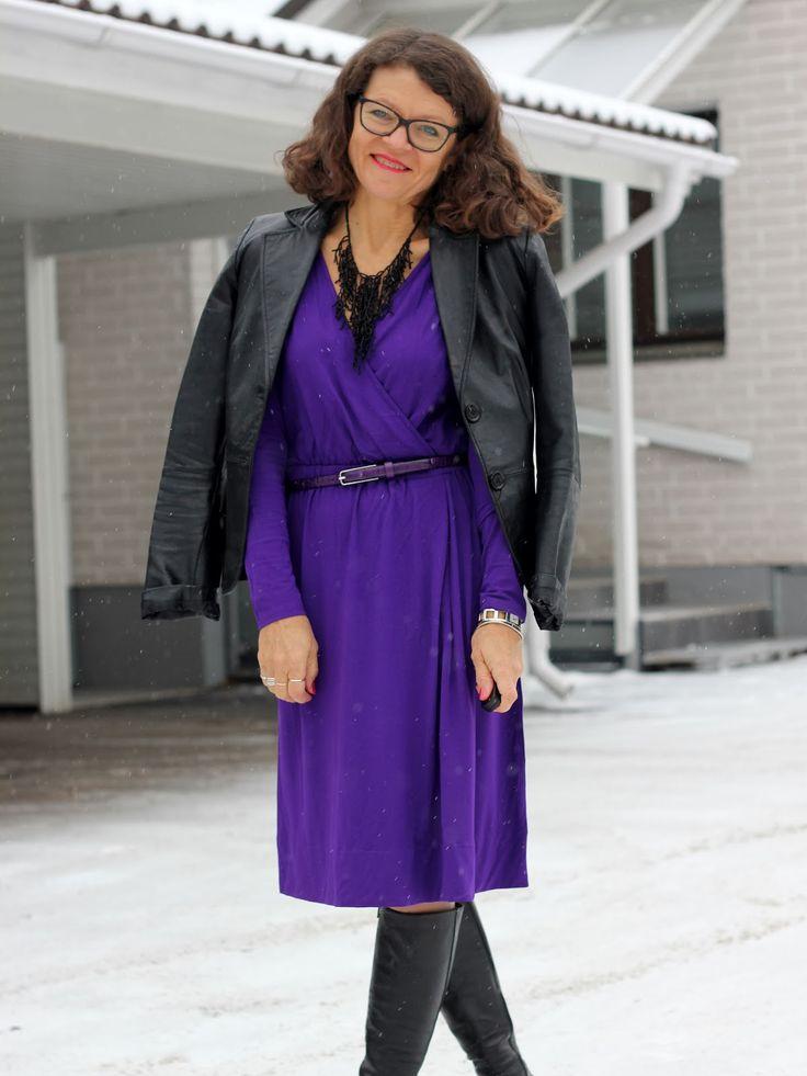 dress in a violet dress InWear black leather jacket