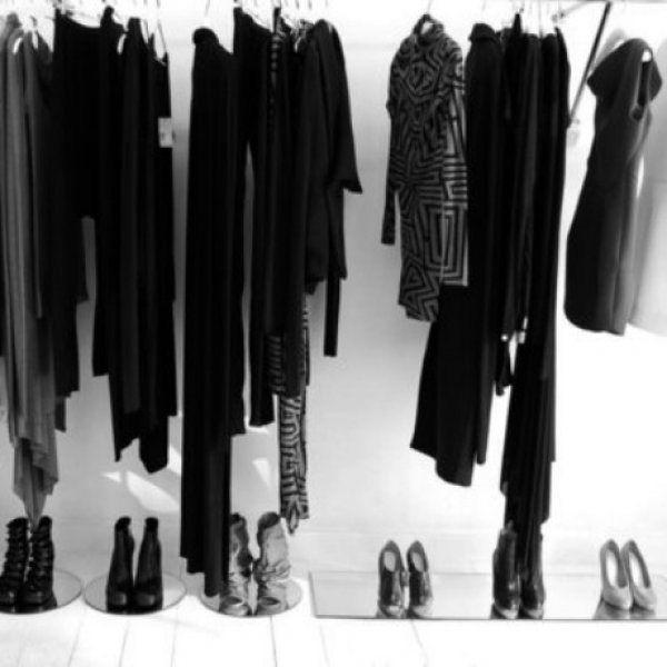 Το τέλειο tip για να γίνουν τα μαύρα ξεθωριασμένα ρούχα σας καινούργια