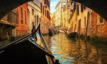 ✈ Venise à partir de 2 nuits depuis Paris: #COLOMBIER-SAUGNIEU En promotion à 115.00€. Hôtels proches des transports publics reliant…