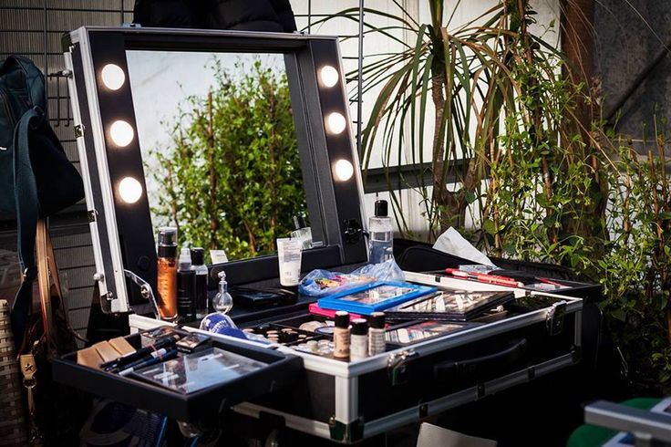 Cantoni for Vogue Italia: Chinese Garden, backstage for photo shooting with Cantoni lighted makeup station mod. VT.BE and foldable makeup chair mod. S102.A. #makeupstation #makeupchair #cantoniforvogue