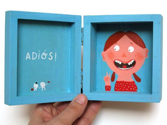 Box for pulled teeth.  cajita para guardar los dientes de leche
