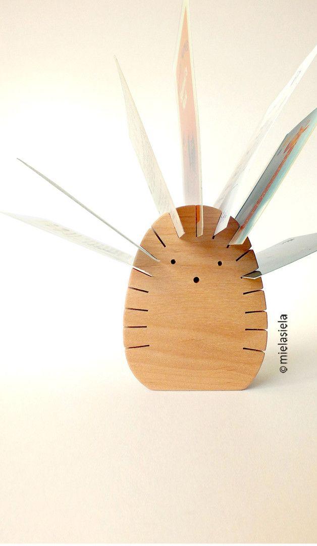 Holzigel als Schreibtisch-Organisator/ wooden hedgehog can be used as a business card holder made by mielasiela via DaWanda.com