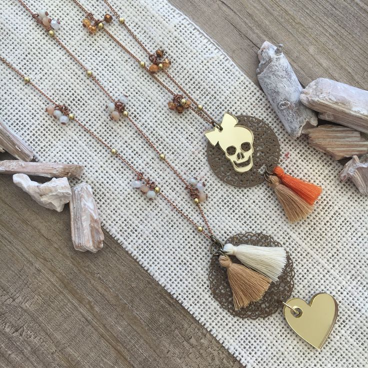 #duepuntihandmade #handmadejewelry #handmadewithlove #necklaces #new #heart #skulls #tassels #pearls #charms #outfit #summer #filigrana #sun #rock