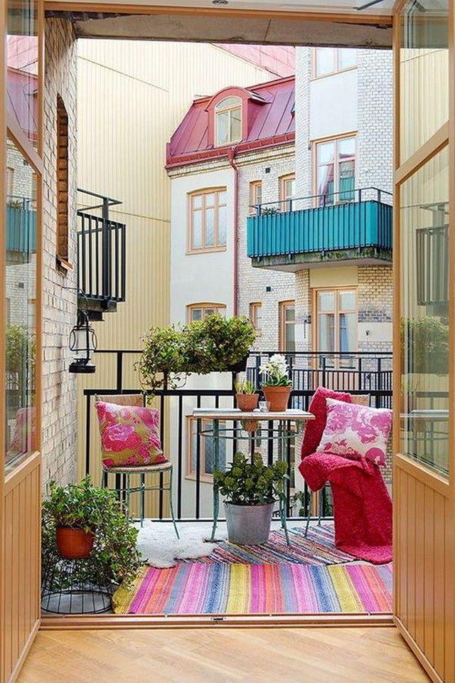 Украшения балкона растениями в горшках