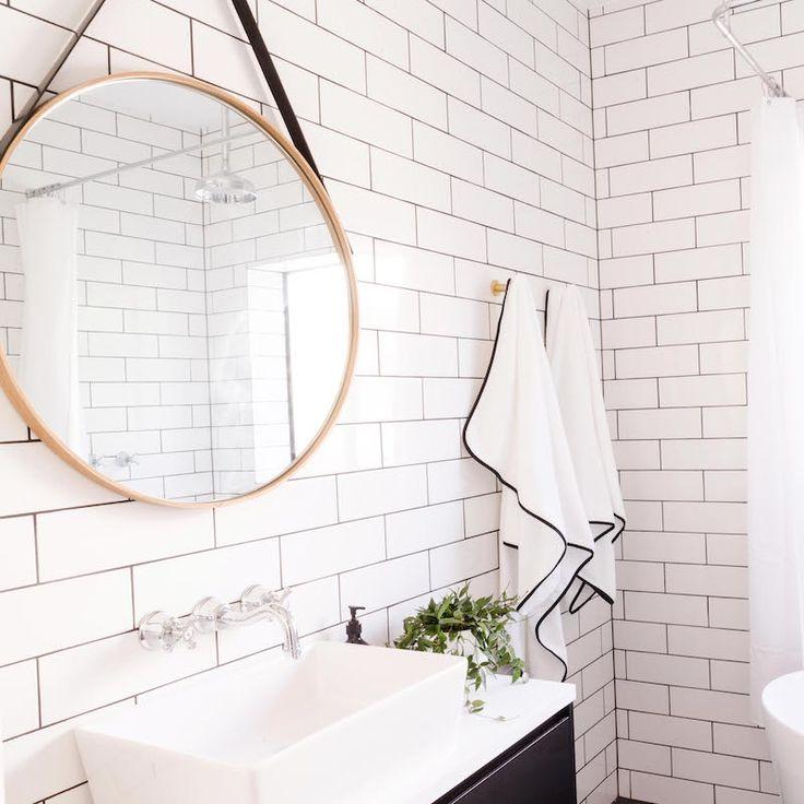 Inspiration | Reno Rumble Ben & Jemma Bathroom | White Subways with Dark Grout