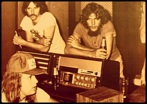 Ronnie Van Zant, Steve Gaines, and Kevin Elson (sound engineer) Van Zant and Gaines died in the plane crash, may they rest in peace. Elson survived the crash, but was critically injured.