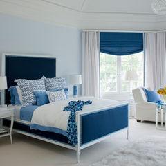 Blauwe rolgordijnen met witte gordijnen... Interessant