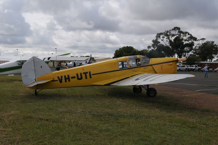 BA Eagle VH-UTI,  a pre-WWII aircraft and most welcome at the AAAA 40th anniversary national fly-in at Temora.
