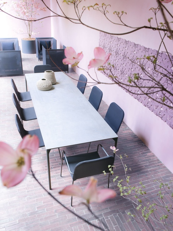Plano table and Mira chairs - Paola Lenti
