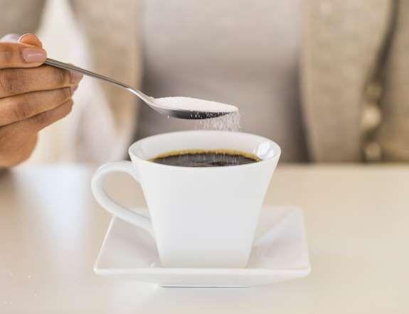 """Según Luisa Martín Rueda """"lo más conveniente es reducir el consumo de azúcar al mínimo y sustituirlo... - Copyright © 2015 Hearst Magazines, S.L."""