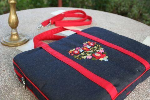 laptoptáska - matyó virágokkal - kézzel hímzett - ..., BAGit, meska.hu #matyo #hungarian #flowers #embroidery #needlework #laptop #case