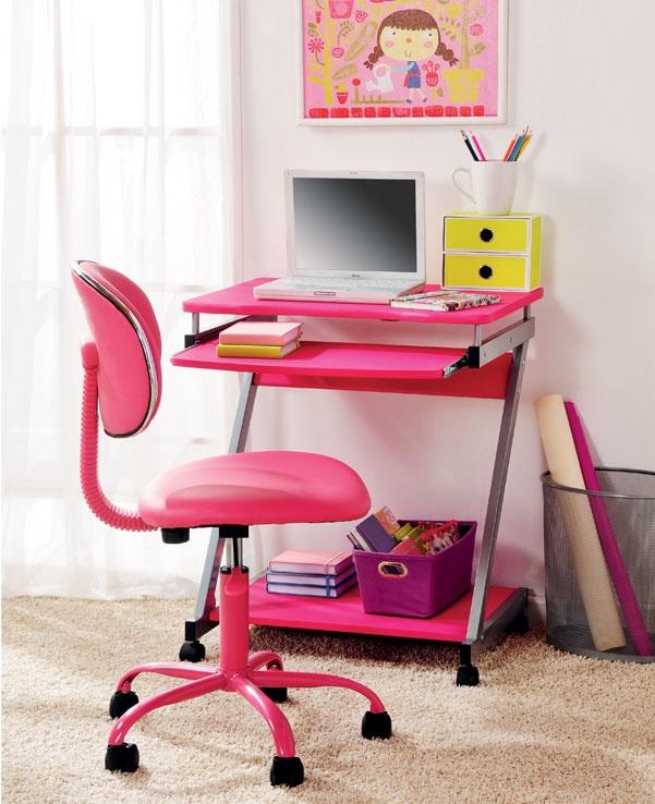 Prepara un ambiente de estudio agradable para tu hija, eligiendo la decoración según sus colores favoritos.   #Decoracion #Juvenil #Escritorio www.easy.cl