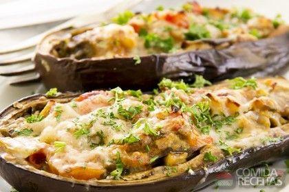 Receita de Berinjela recheada com frango em receitas de legumes e verduras, veja essa e outras receitas aqui!