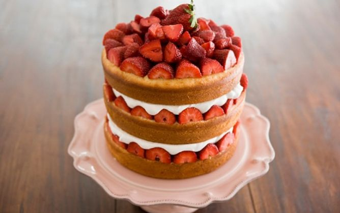 this isn't a strawberry short cake it is Paula Deen's~ Savannah Strawberry
