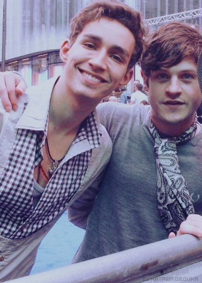Robert Sheehan and Iwan Rheon
