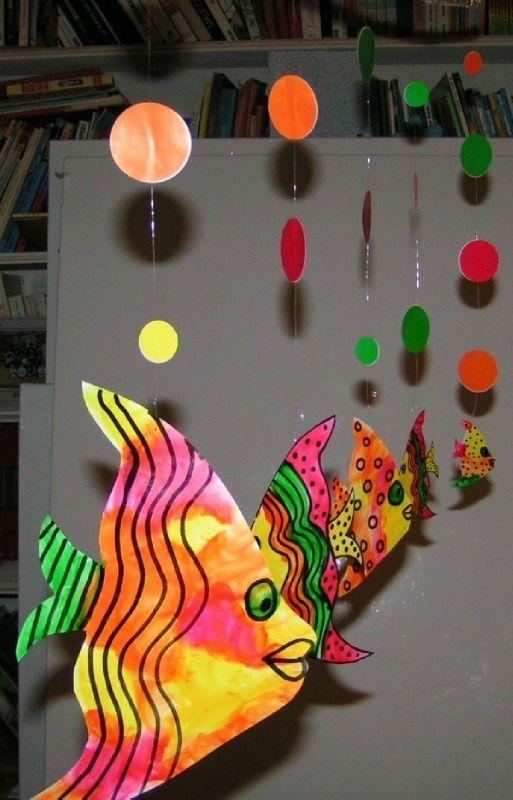 Poisson peinture à l'eau et crayon feutre noir