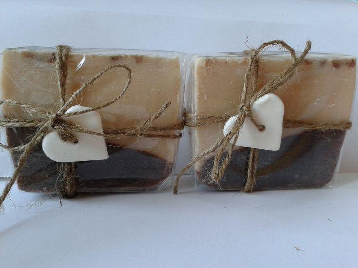Orechovo-vanilkové mydlo s ovseným mliekom a s mletými jadierkami z červeného hrozna
