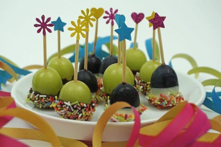 Konfetti Trauben Pops / Der (fast) gesunde Snack plus Mini DIY Spießchen