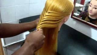 Tranças indianas Escola de cabeleireiro martha neves, via YouTube.