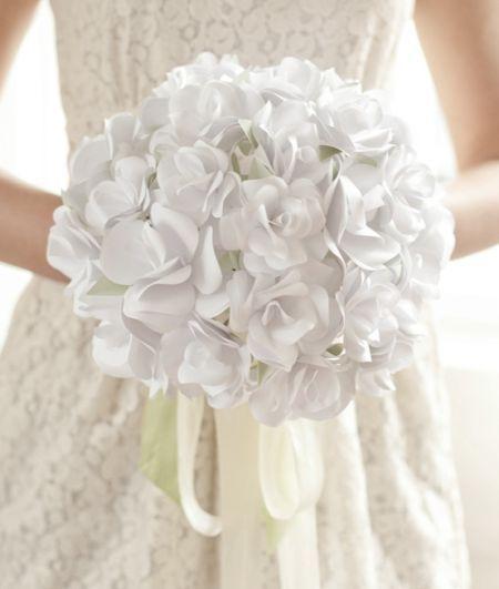 Faça um buquê de flores de papel para o seu grande dia ser ainda mais inesquecível, pois você estará usando uma peça feita por você.