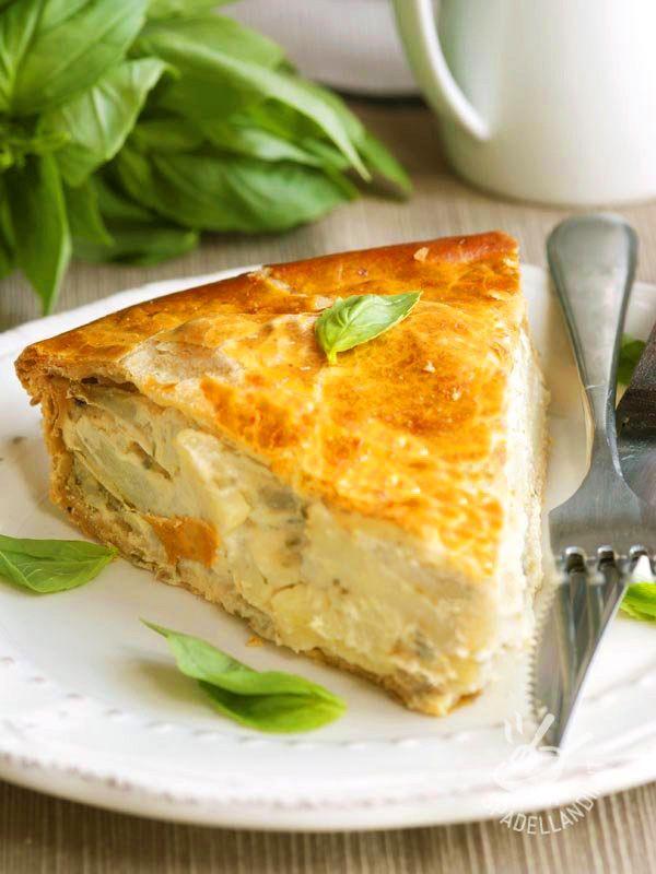 La Torta salata di finocchi e patate è perfetta anche per un picnic primaverile: servita tiepida o fredda è anche più saporita e sfiziosa!