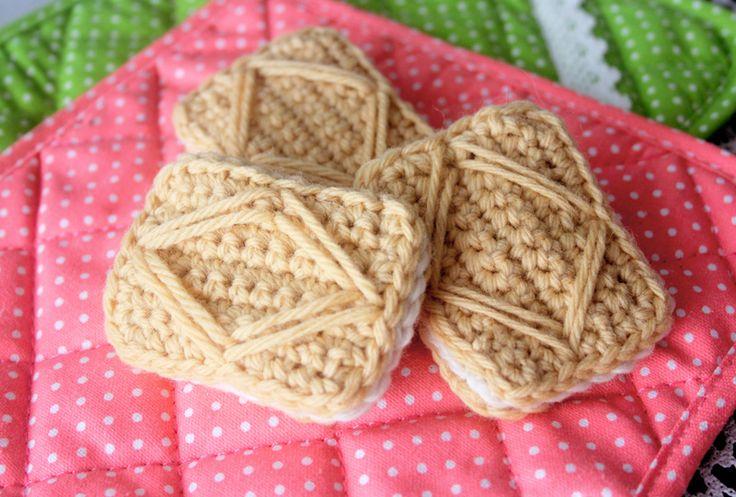 Free Crochet Pattern: Custard Cream Cookies by Twinkie Chan <3
