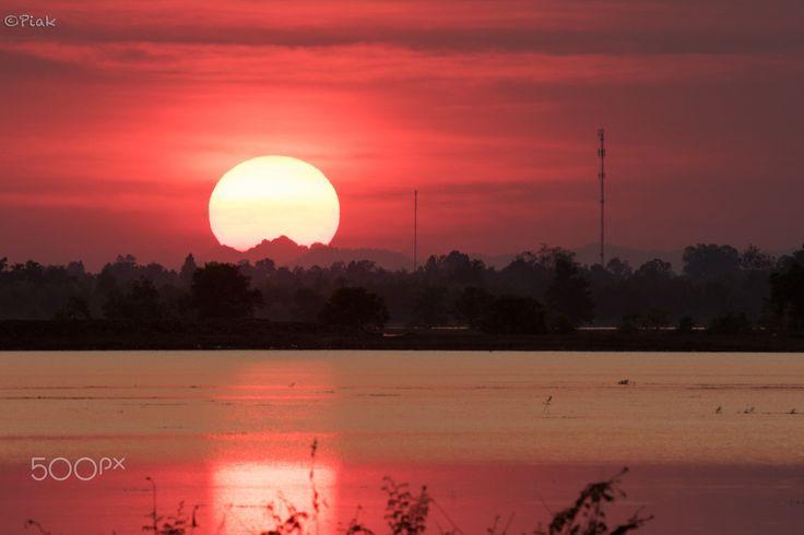 Beautiful Big Sunset at O'Kai Don Reservoir - Poipet.