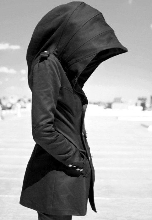 Mantel mit integriertem Sonnenschutz. Ich mag die Silhouette.