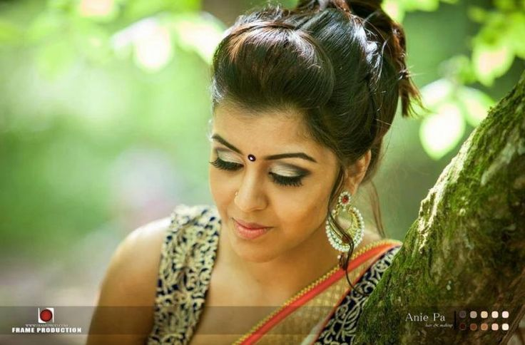 Makeup is a powerful way to effectively reveal something unique about your inner self. Our talented makeup artist located in France provides exclusive South Indian and Srilankan Make up for your special occasion!  Check out her minisite at fr.tamilfunctions.com/anie-pa-hair-and-makeup