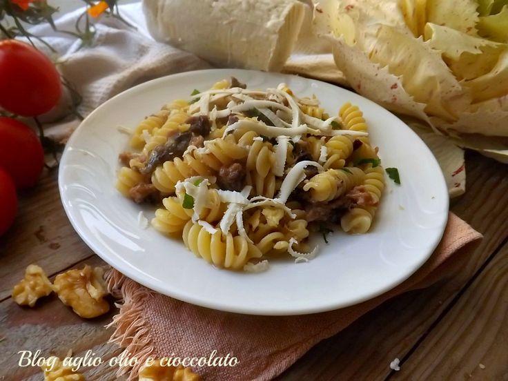 la pasta radicchio salsiccia e noci è un piatto particolarmente semplice molto veloce da fare molto gustoso e ricco di sapore