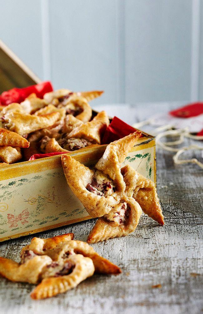 Nämä rukiiset joulutortut maistuvat pikkusuolaisena esimerkiksi glögin kanssa. Rahkavoitaikina sopii toki myös perinteisiin luumutorttuihin....