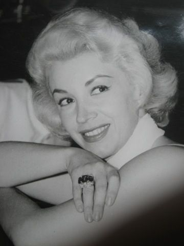 Biografía Evangelina Elizondo nacida en Ciudad de México, México el 28 de abril de 1929, es una actriz y cantante. Se dedica tambié...