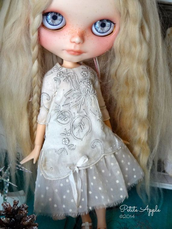 Blythe doll outfit *Snow on Christmas day* -precious vintage embroidery, long sleeves