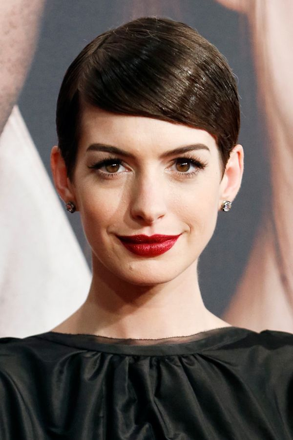 Get Anne Hathaway's Bold Burgundy Lipstick from the Les Misérables Premiere | TeenVogue.com