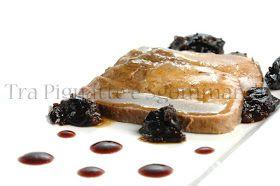 Tra pignatte e sgommarelli: Le mie ricette - Arista di maiale marinata in vino rosso e miele, con senape al pepe verde e prugne