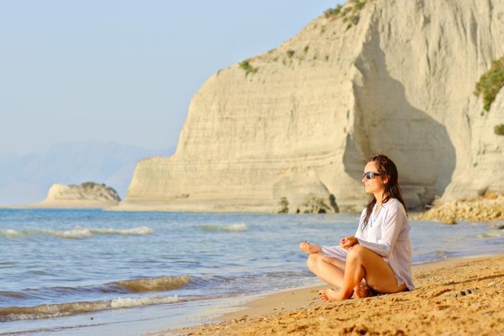 #Crète : Yoga sur une plage prés de Matala dans le sud de l'île.