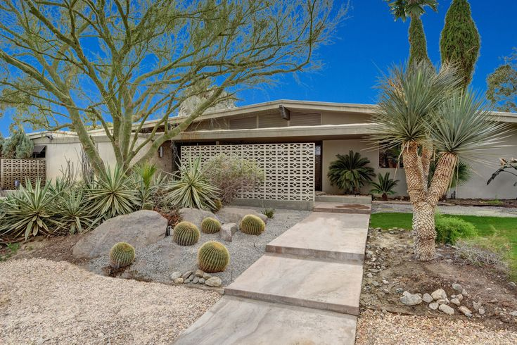 '60s modern in Palm Desert for sale for $1.5M - Curbed LAclockmenumore-arrownoyes : Designed by the architecture firm of Patten