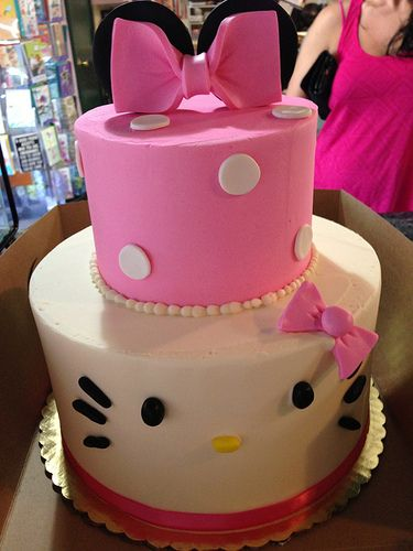 minnie mouse /hello kitty cake. So cute!!!!!