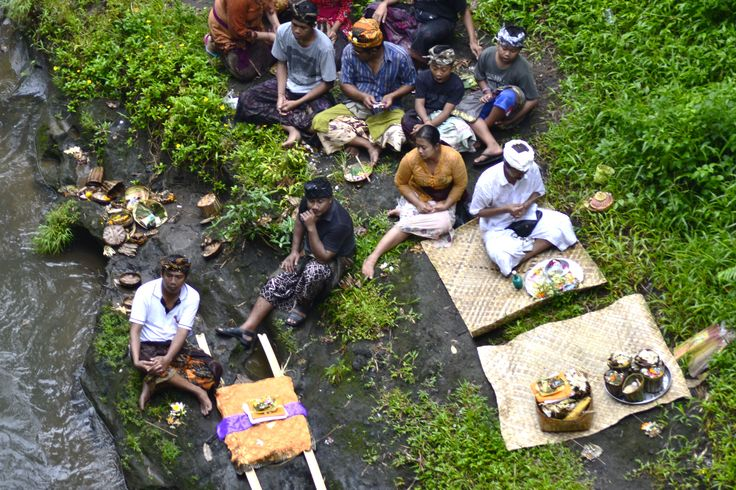 Water offerings on the Ayung river, Ubud - Bali. Cocotraie Issue 10.