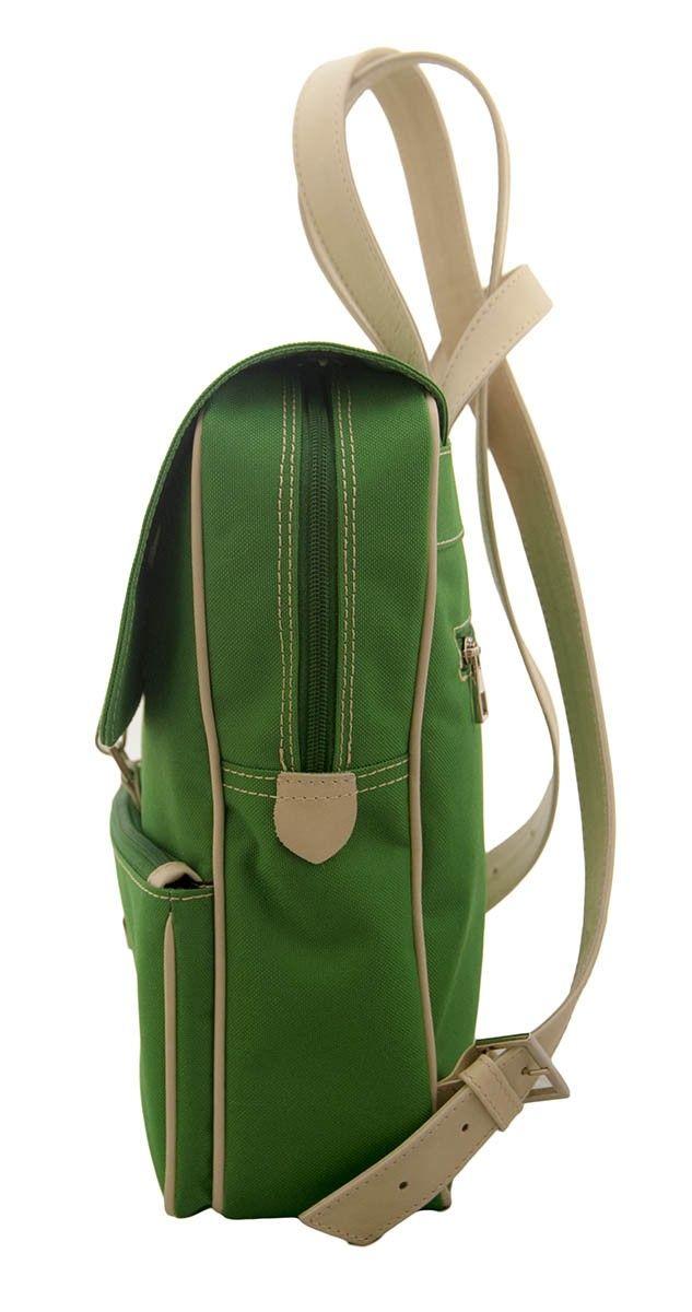 Plecak Piazzio to propozycja marki de Mehlem dla kobiet. Ciekawy wygląd, nawiązujący do tradycyjnych górskich plecaków, został połączony z nowoczesną funkcjonalnością.