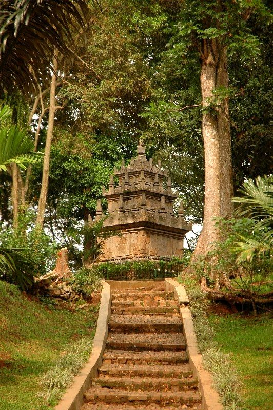 Candi Cangkuang adalah sebuah candi Hindu yang terdapat di Kampung Pulo, wilayah…