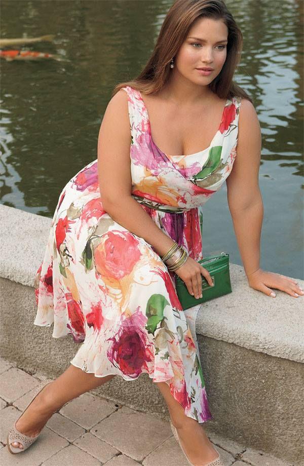 The lovely Tara Lynn wearing Igigi spring/summer dress.
